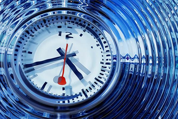 Zeitreise - Uhr in Schwingungen