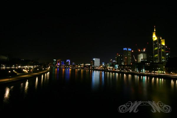 Frankfurter Skyline bei Nacht  vom Eisernen Steg (Januar 2013)