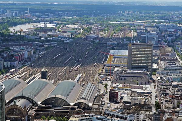 Frankfurt von oben: Blick auf den Hauptbahnhof (Mai 2014)