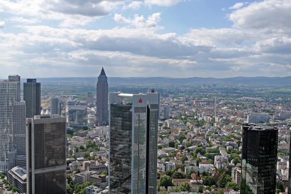 Frankfurt von oben: Blick auf die Skyline (Mai 2014)